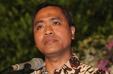 Prof. Dr. Eko Prasojo ( Wamenpan-RB ) .